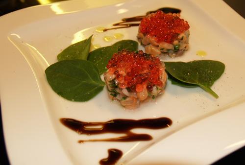 Lachstatar mit Campari-Kaviar - aus der Molekularküche