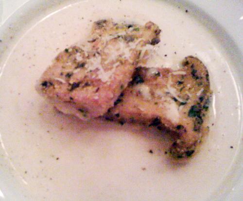 Parmesan-Polenta-Süppchen mit knuspriger Pilzeinlage