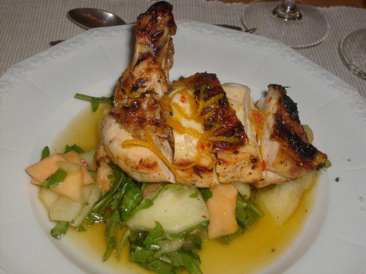 Vorspeise: Maispoularde mit Rucola-Zuckermelonen-Salat
