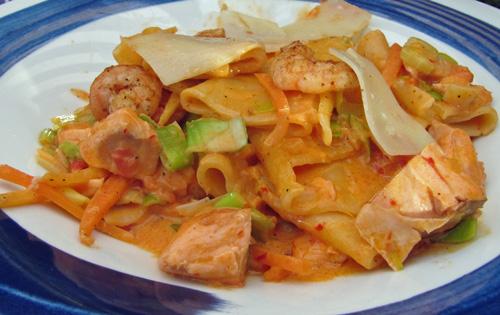 Scharfe Pasta mit Lachs und Garnelen SANSIBAR-like Essen
