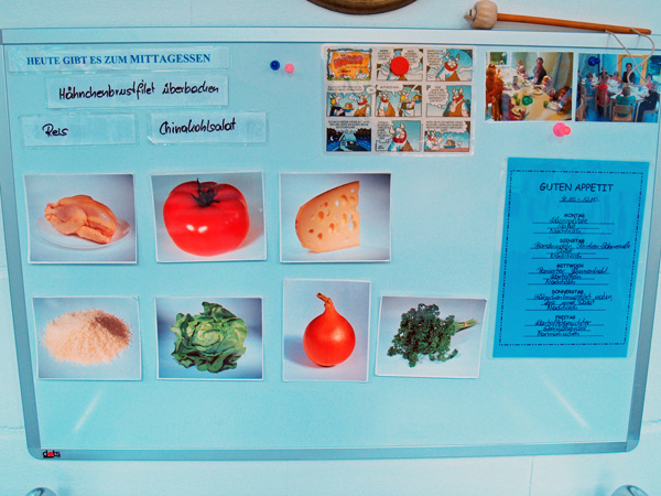 Kuchenbacken im Kinderhaus Bühl mit Herrn Lafer, Lady Muffin & Herrn Klops Essen