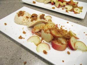 neue/ess/klasse: Aprikosen-Mousse mit Amaretto und Weinbergpfirsichen