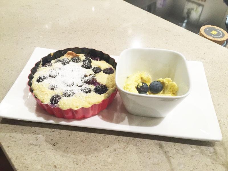 neue-ess-klasse: als Grill-Dessert Eierkuchen mit Heidelbeeren vom Grill