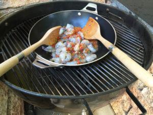 neue-ess-klasse: Garnelen vom Grill in Salsa Sauce